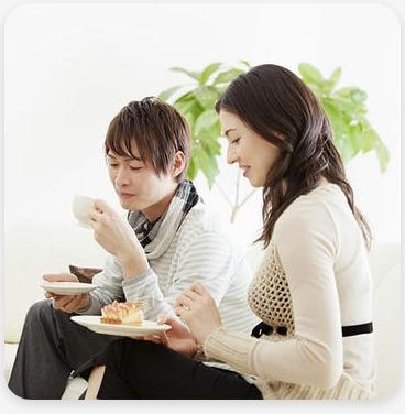 恋活・婚活イベントに参加するカップルのイメージ