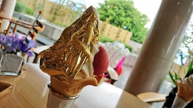 金箔の乗ったソフトクリーム