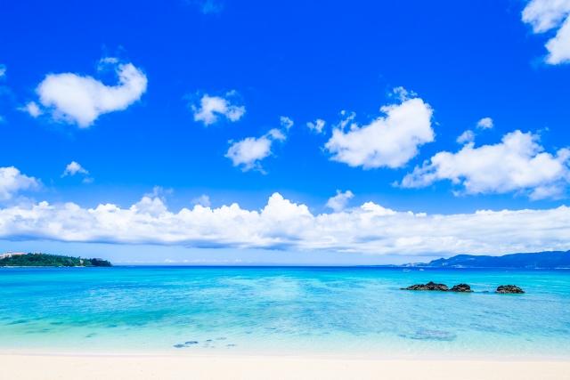 沖縄の青い空のイメージカット