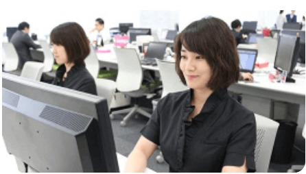 サイトのシステムの安全管理を行うスタッフのイメージ写真