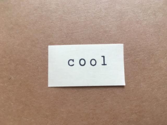 coolと書かれた紙