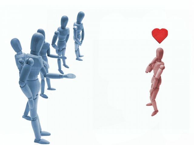 何人もの男性から選ばれる女性