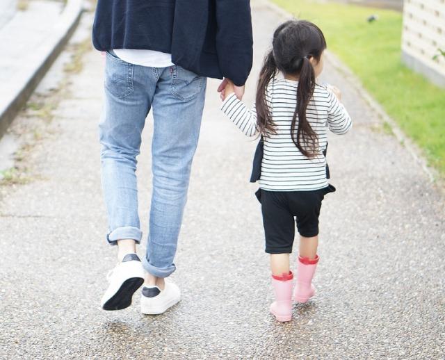 父親と幼い娘