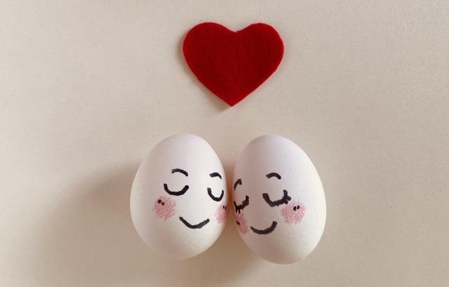 ラブラブなイメージの卵たち