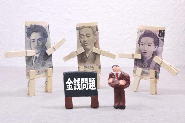 金銭問題を抱えている男性のイメージ