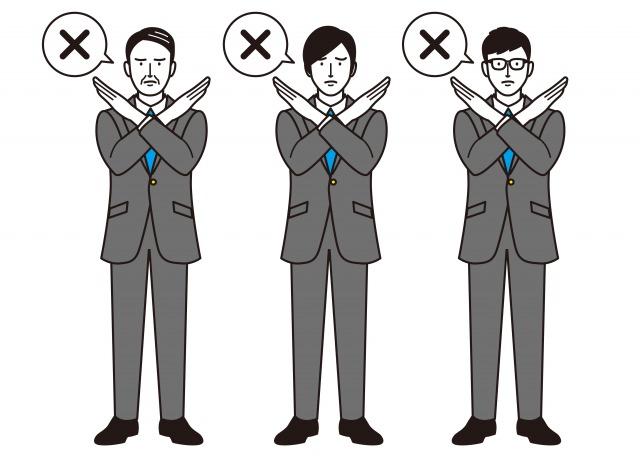 手でばつ印を作る3人の男性