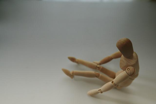 孤独を表現している人形